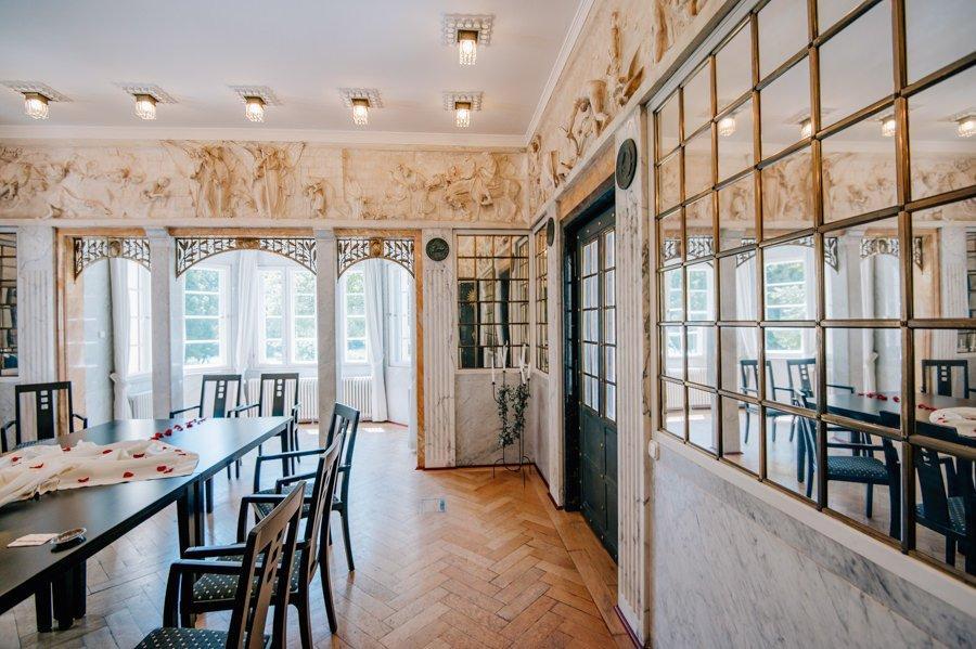Starnberger See: Das Standesamt im Spiegelsaal von Schloss Garatshausen