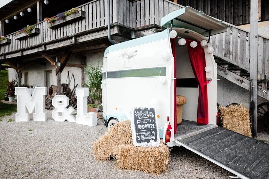 Die wohl außergewöhnlichste Fotobox Bayerns im Pferdeanhänger