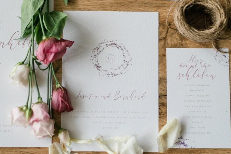Die Hochzeitseinladung: Checklisten und Tipps