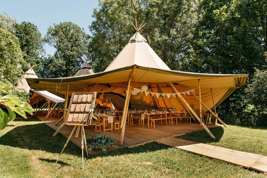 Boho-Landhochzeit im Hochzeitszelt bei Erding