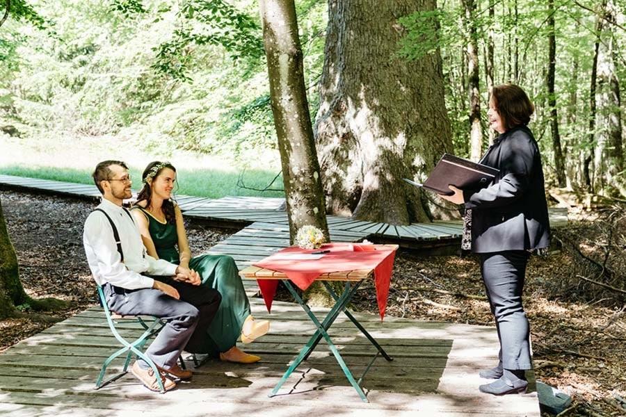 Standesamtliche Hochzeit im Freien (im Wildnis-Standesamt Bayerisch Eisenstein)