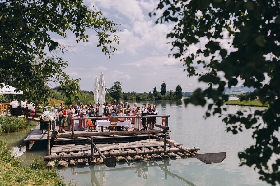 Standesamtliche Hochzeit auf einem Floss (in Lechbruck am See)