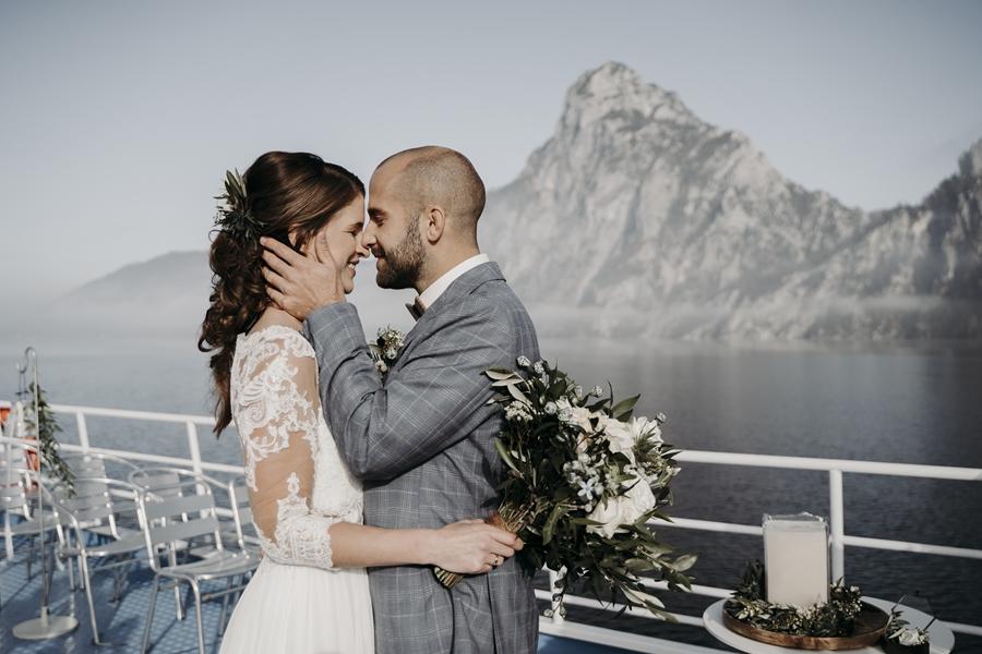 Moderne Hochzeit auf einem Schiff
